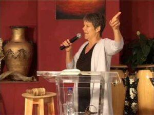 Karen-Dunham-speaking