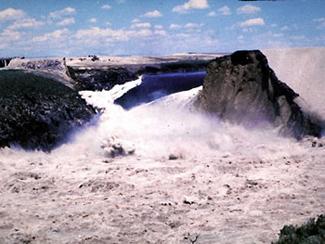 Failure of Teton Dam in Idaho, 1976