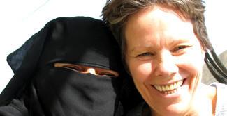 Dunham embraces Muslim woman