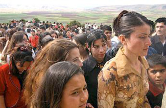 Yazidis flee ISIS fighters