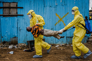 Boy with ebola in Liberia carried by medical team