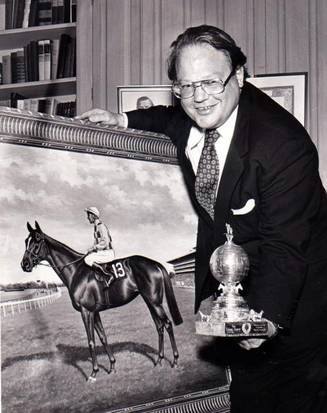 Hunt with painting of his horse, Dahlia, 1974 (Jack Bee/Dallas Morning News)