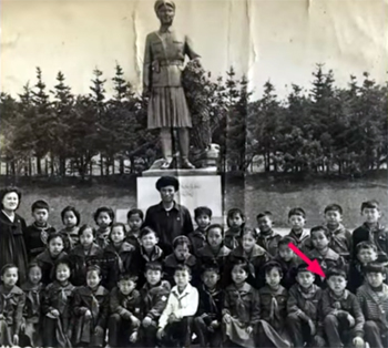 Ji with his classmates