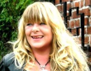 Tina Holtegaard, Lisa's mother