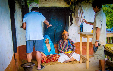 Indigenous missionaries pray with women in Nepal (Photo: Christian Aid Mission)