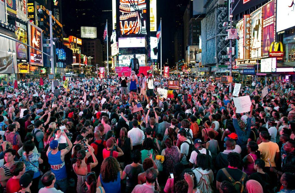multitudes-in-new-york-city